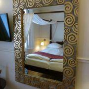 Hotel Guldsmeden Århus - lille spejl på væggen der ...