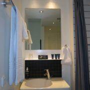 Milling Hotel Ritz - enkeltværelse, vask og spejl