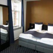 Milling Hotel Ritz - stort dobbeltværelse, lyst og dejligt