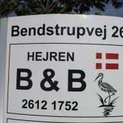 B & B Hejren. Kontakt på telefon 2612 1752.